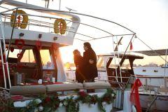 havai fisek esliginde yatta evlenme teklifi organizasyonu izmir tekne kiralama 5 - Havai Fişek Eşliğinde Yatta Evlenme Teklifi Organizasyonu