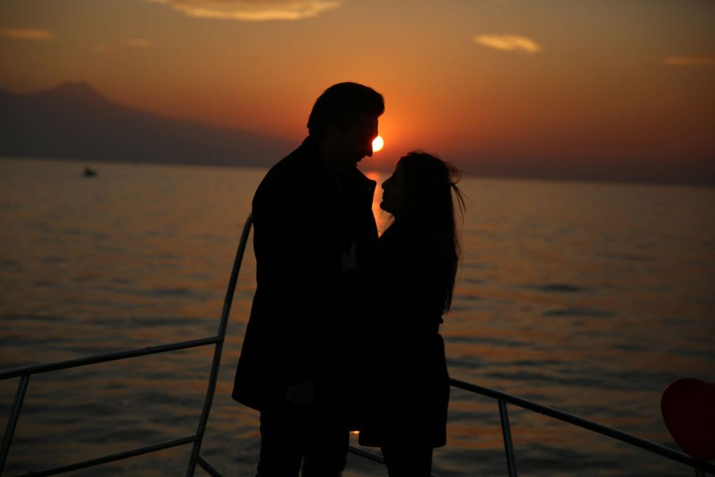 havai fisek esliginde yatta evlenme teklifi organizasyonu izmir tekne kiralama 6 - Havai Fişek Eşliğinde Yatta Evlenme Teklifi Organizasyonu
