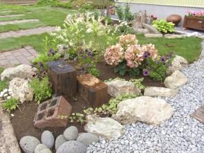 玄関前の植栽スペースです。