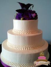 (1123) Graduated Dot Wedding Cake