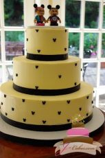 (1046) Mickey Mouse Wedding Cake