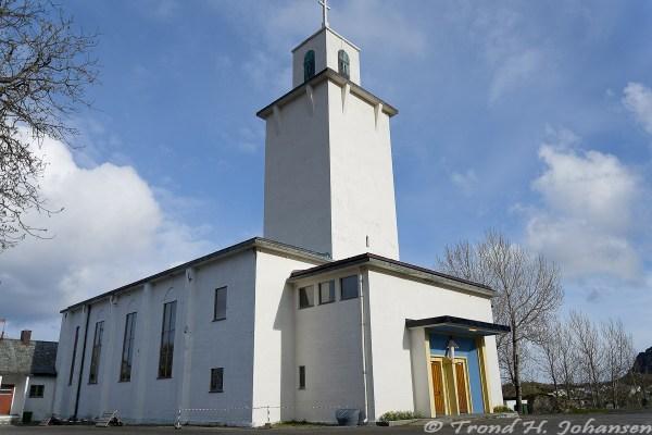 Stamsund kirke 2016-05-19 18:06:27 Trond Heim Johansen f/3.5 1/1600sec ISO-100 18mm