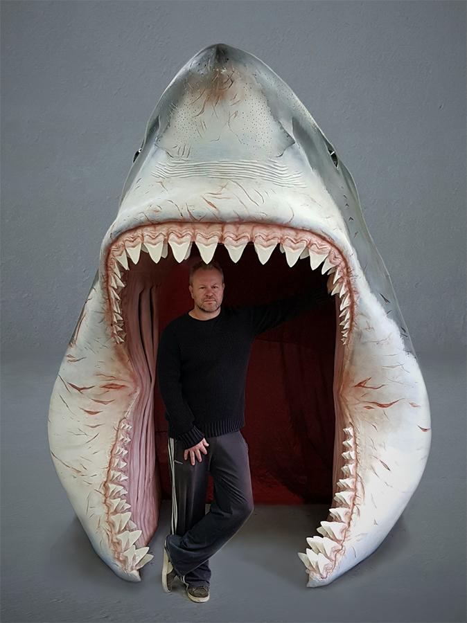 Lifesize 3D model gebruikt als entree bij museum Historyland. De tanden zijn echte afgietsels van fossiele haaientanden