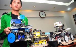 Mahasiswa Unikom Juara Lomba Robot di AS