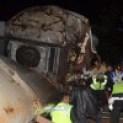 Kereta Api Malabar jurusan Bandung-solo anjlok memasuk jurang akibat bataran rel mengalami longsor di lintasan kereta KM 244+0/1, Kadipaten Tasikmalaya, Jawa Barat, Jumat (4/4) malam.