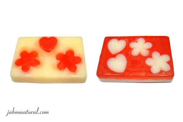 Jabón de glicerina con inclusiones de colores