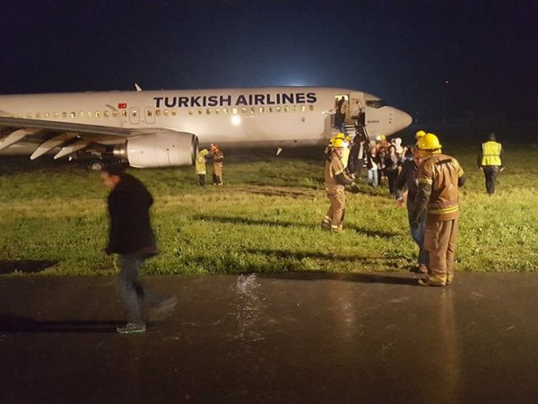 2016-05-02 Turkish Airlines Boeing 737-800 off runway at Pristina