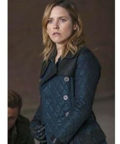 sophia-bush-chicago-pd-coat