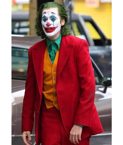 joaquin-phoenix-joker-red-coat
