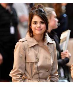 a-rainy-day-in-new-york-selena-gomez-coat