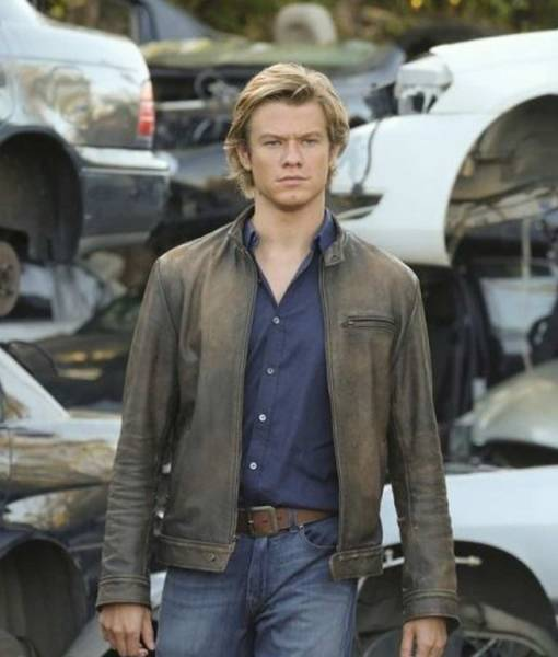 lucas-till-tv-macgyver-leather-jacket