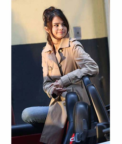 selena-gomez-a-rainy-day-in-new-york-coat