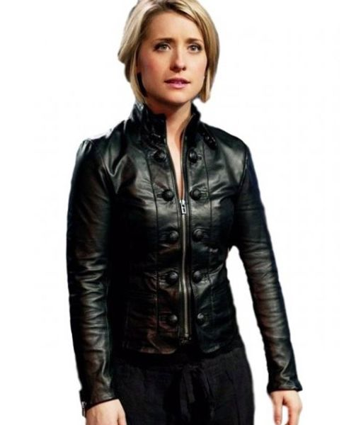 chloe-sullivan-leather-jacket