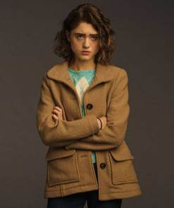 natalia-dyer-stranger-things-nancy-wheeler-coat