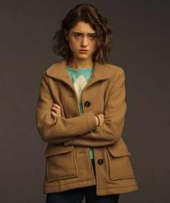 natalia-dyer-stranger-things-nancy-wheeler-coat