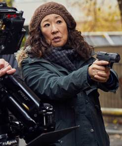 sandra-oh-killing-eve-coat
