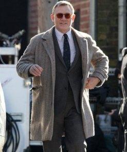 detective-benoit-blanc-coat