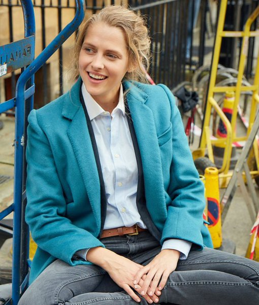 teresa-palmer-a-discovery-of-witches-diana-bishop-coat