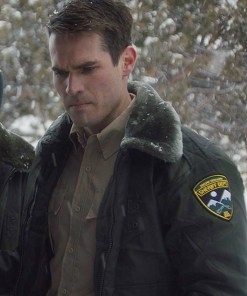 the-wolf-of-snow-hollow-jacket-with-fur-collar