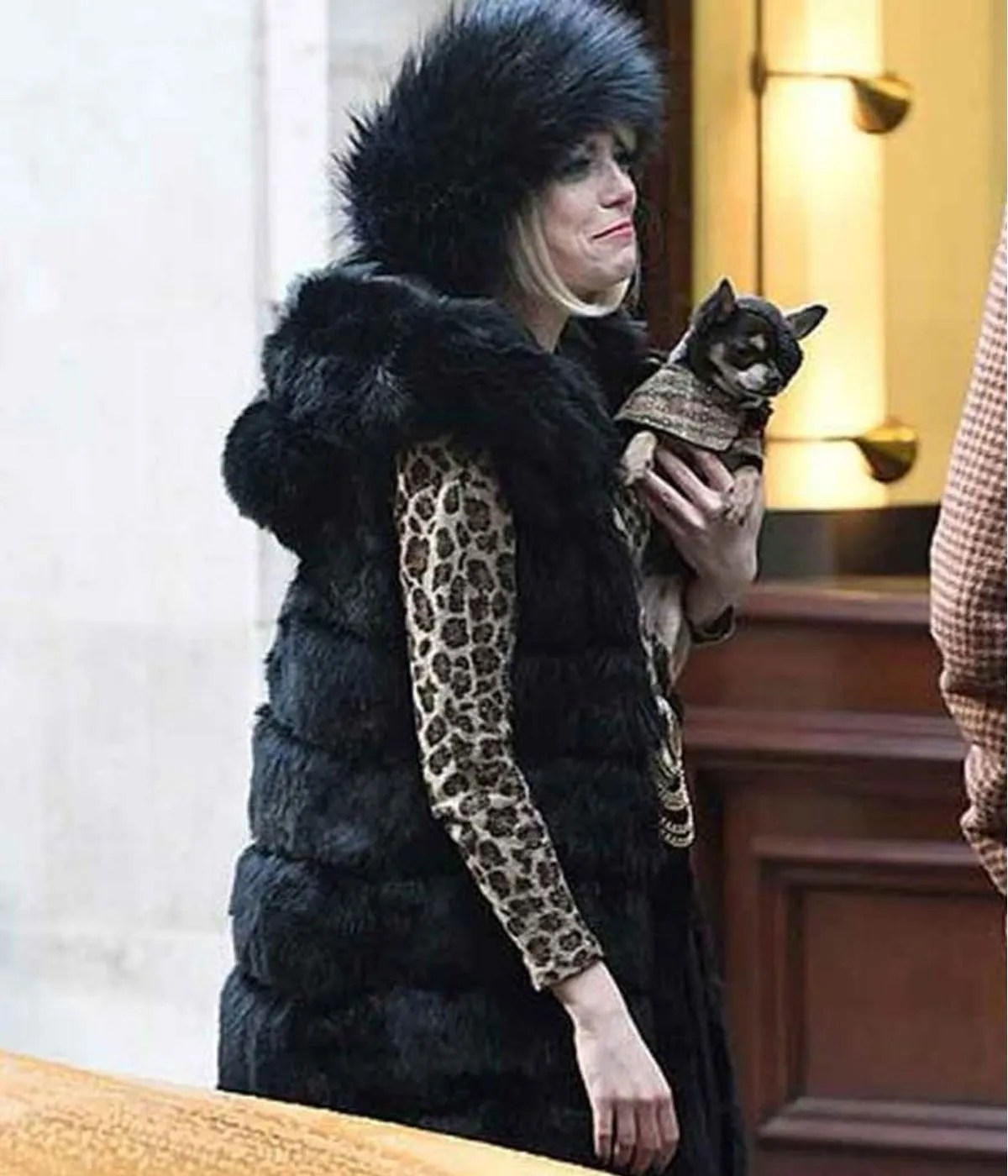 emma-stone-cruella-fur-coat