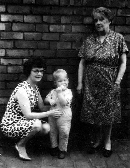 Mike, Nana and Great-Grandma Lindley