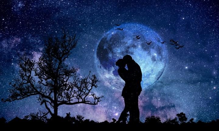 月夜のカップル