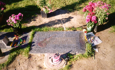 Jimi Hendrix Grave, Julius Yang
