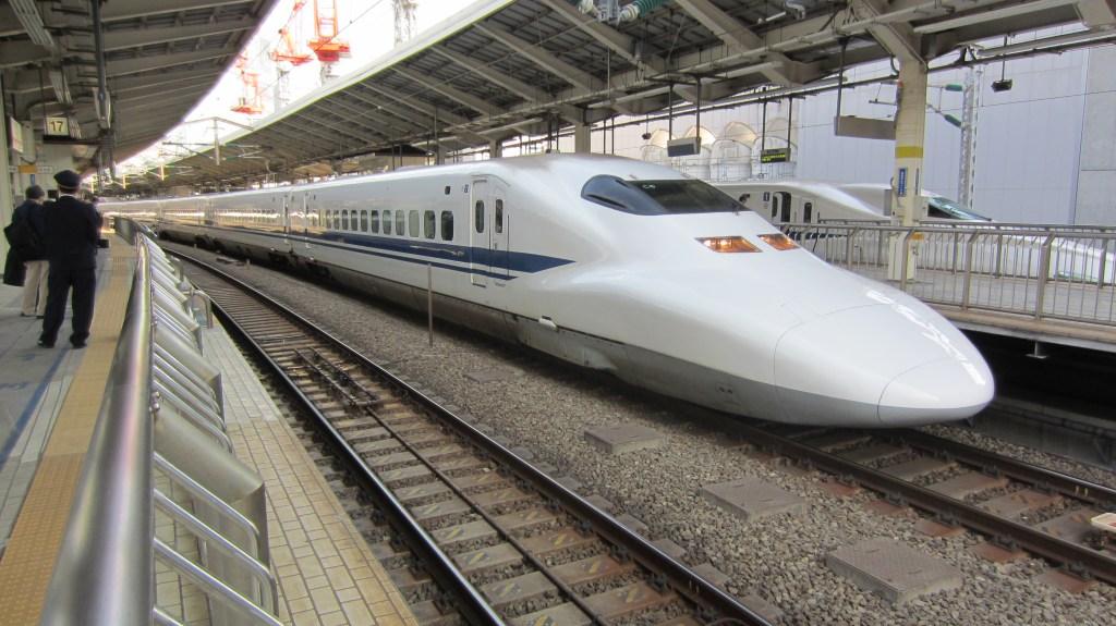 Японский поезд-пуля Синкансэн, фото фотография