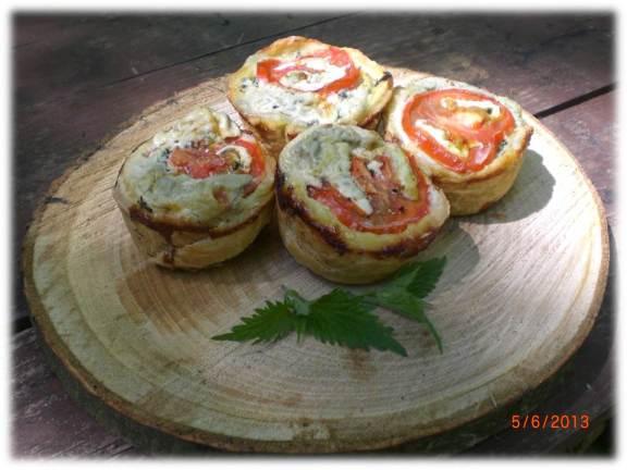 Cheesy nettle puff pies