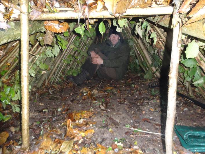 2 person debris shelter | bushcraft | Kent