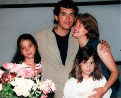 Jackson-Rubem-com-esposa-e-filhas-no-lançamento-do-livro-IRECÊ-UM-PEDAÇO-HISTÓRICO-DA-BAHIA