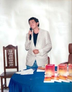 Jackson-Rubem-falando-sobre-sua-obra-no-lançamento-do-livro-IRECÊ--HISTÓRIA,-CASOS-E-LENDAS
