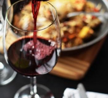 restaurant-love-romantic-dinner-678x1024