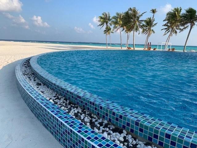 Hondaafushi Island Resort pool