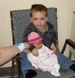 Une première : Félix et sa petite soeur Chloé.