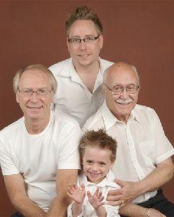 Les quatre générations hommes de la famille.