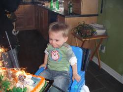 Félix était très heureux de pouvoir encore s'en donner à cœur joie dans son gâteau!