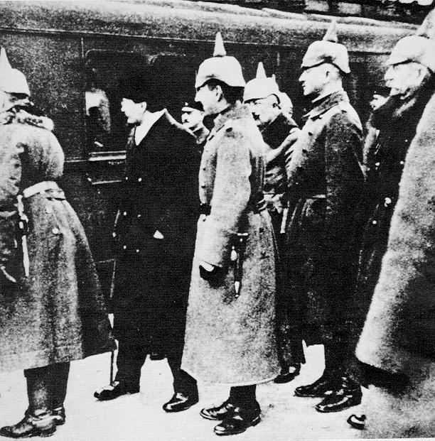 Trotsky a Brest-Litovsk nel 1917 dc-Immagine dal web