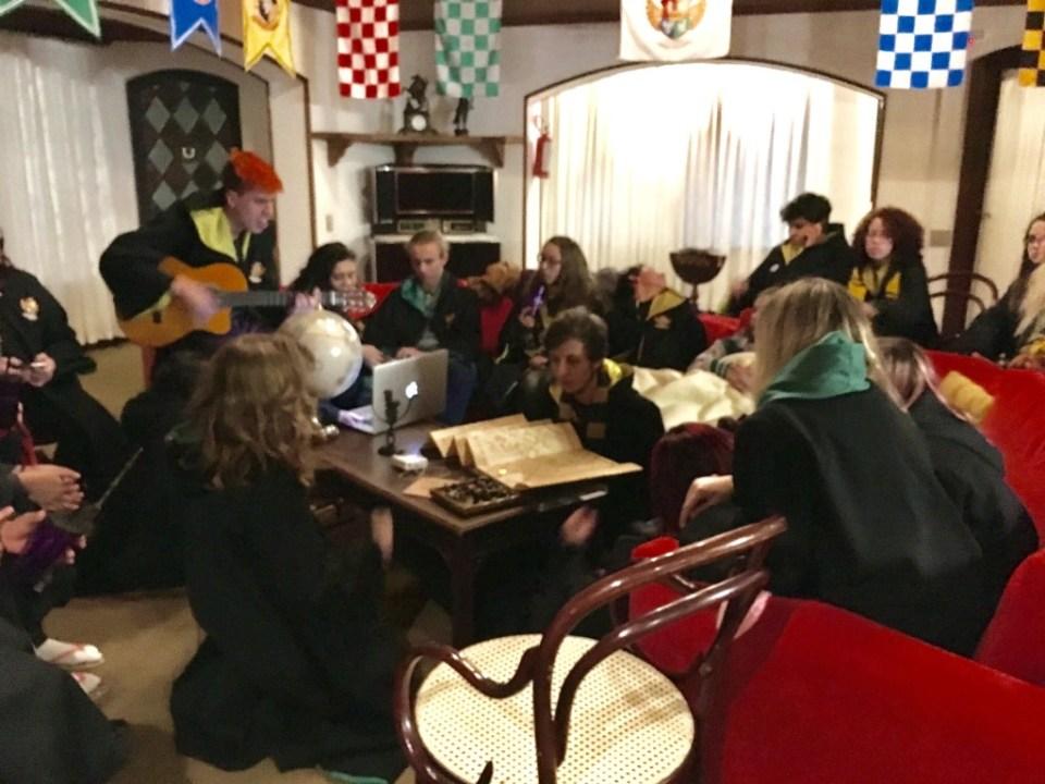 Escola de Magia e Bruxaria do Brasil em Campos do Jordão Castelo Nacional Inn Hogwarts Harry Potter Jade Seba