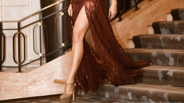 8933380539 Vestido de Fenda  Saiba como usar a peça para compor um look poderoso