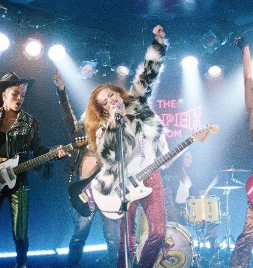 Ed Sheeran, Bruno Mars e Chris Stapleton se transformam em divas do rock no clipe de BLOW