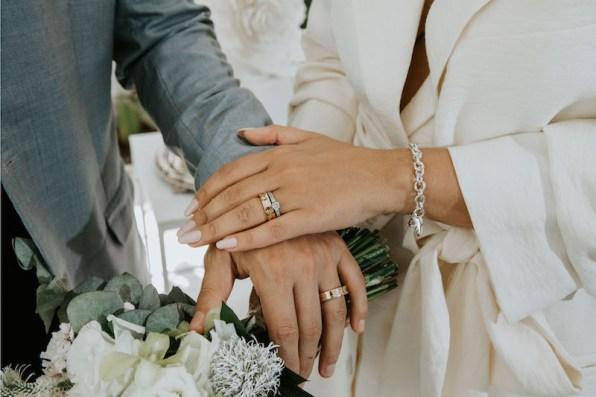 casamento-civil-jade-seba-e-bruno-guedes-miniwedding-verde-e-branco-foto-dois-ramos15