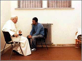 Juan Pablo II con Alí Agca