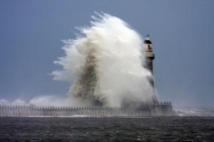 Faro en medio de la tormenta