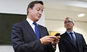 David Cameron con móvil