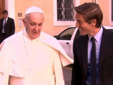 El Papa Francisco y el periodista David Muir de ABC News