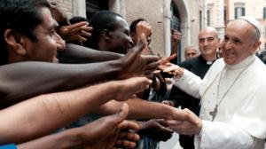 El Papa Francisco con inmigrantes