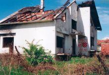 ОГЊИШТА У ЗГАРИШТУ: Срби су морали да оставе своја огњишта и спашавају голи живот
