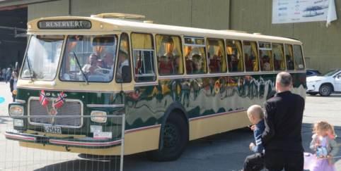 Den gamle bussen fra «Høle og Forsand billag» som tok de beøkende på tur