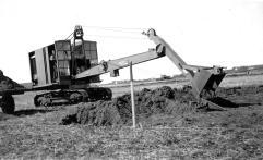 Arbeidet starter 18.05.1935 med fjerning av matjord